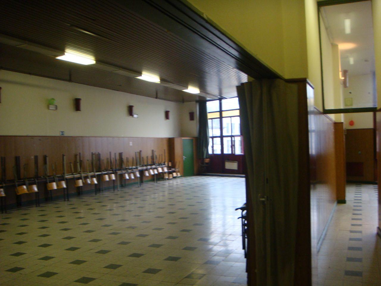 vue-salle-principale-et-couloir